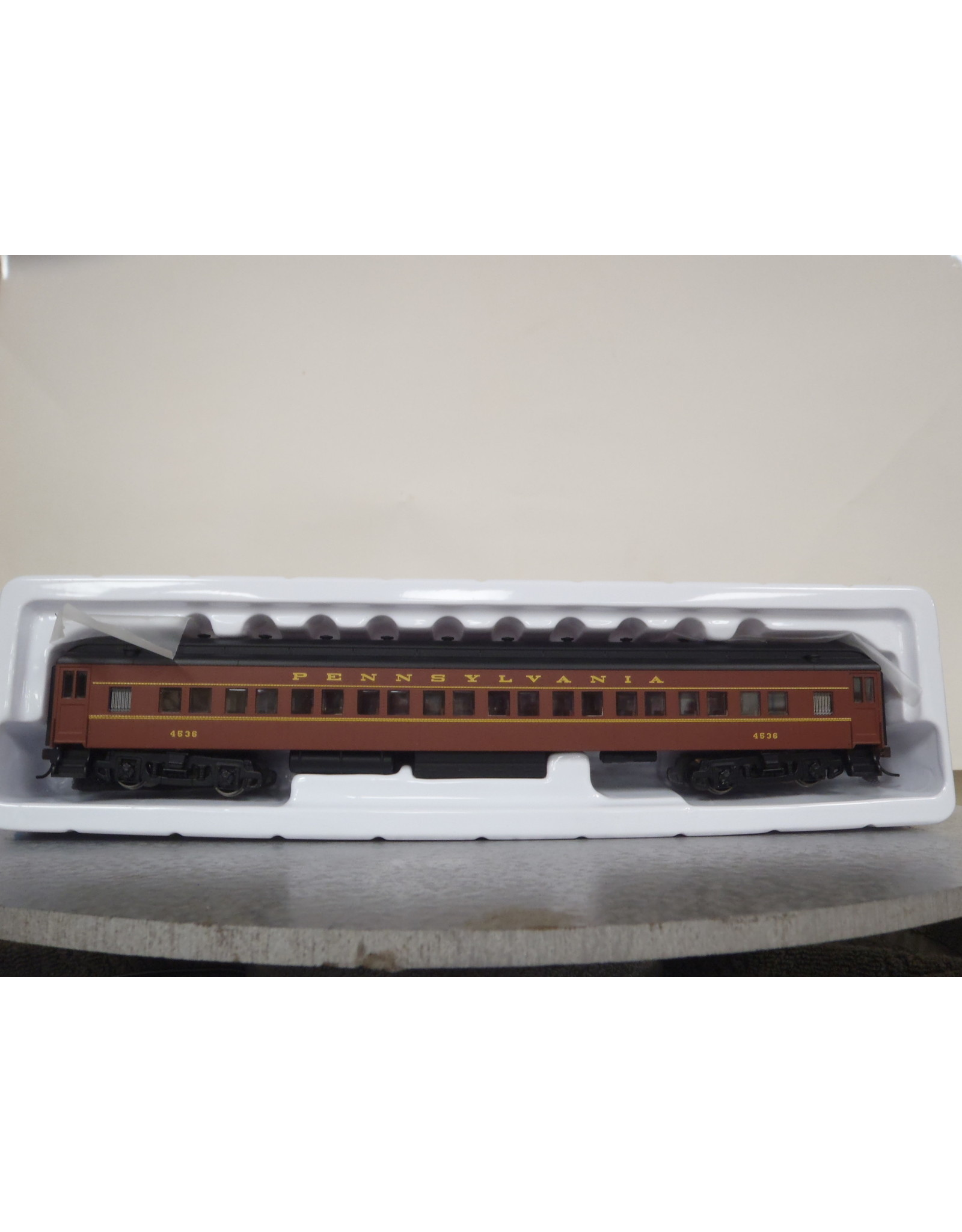 Bachmann 72' Heavyweight Coach - Ready to Run -- Pennsylvania Railroad #4536 (Postwar, Tuscan, yellow)