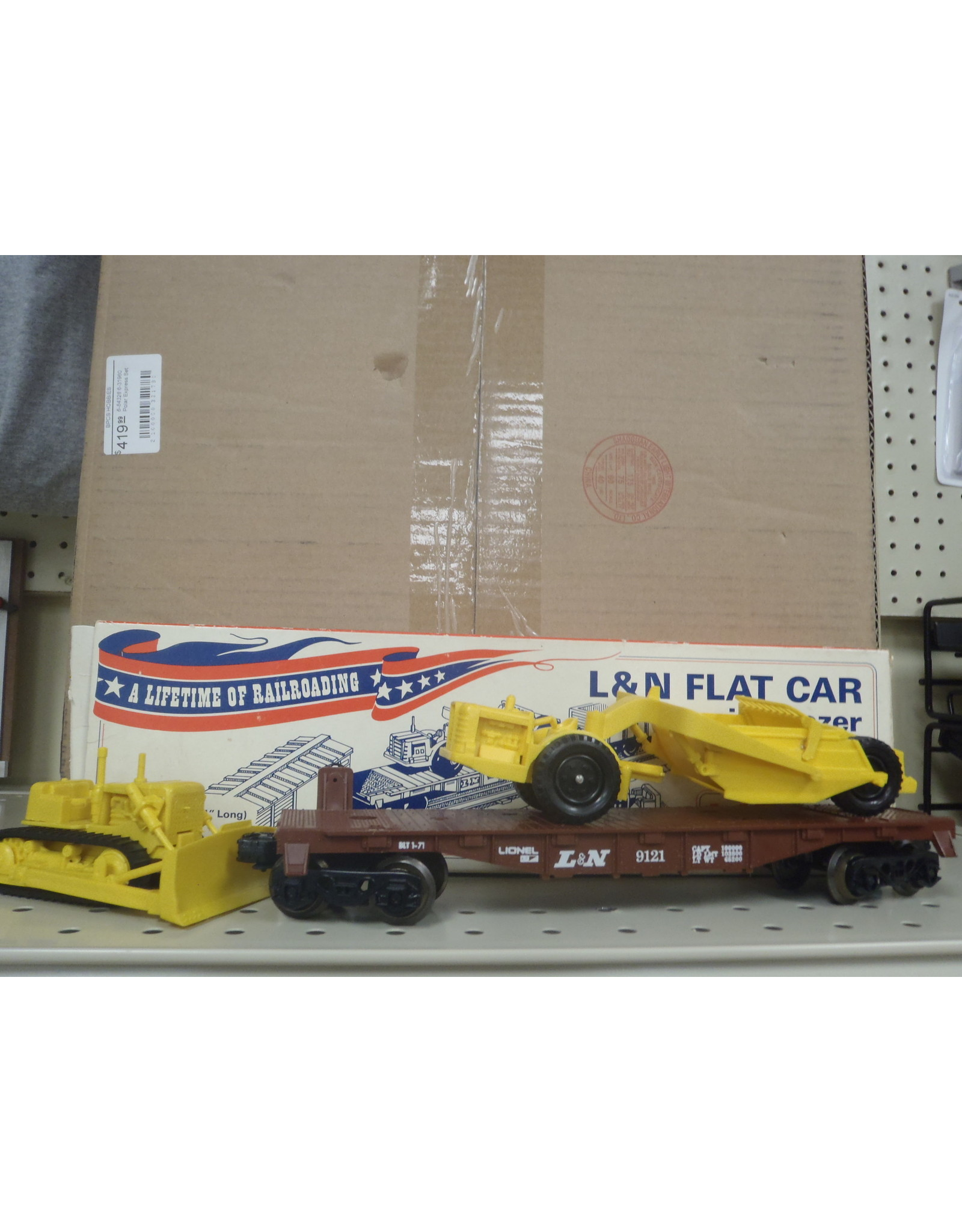 Lionel L & N Flat Car with dozer and scraper 6-9121