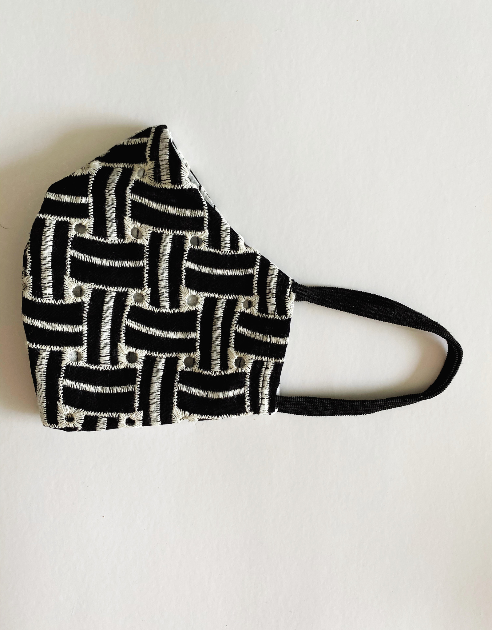 M SQUARE M SQUARE FACE MASK BLACK AND WHITE BASKET WEAVE