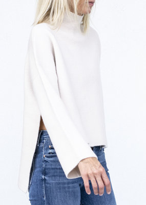 Allude Poncho Turtleneck -Shadow White