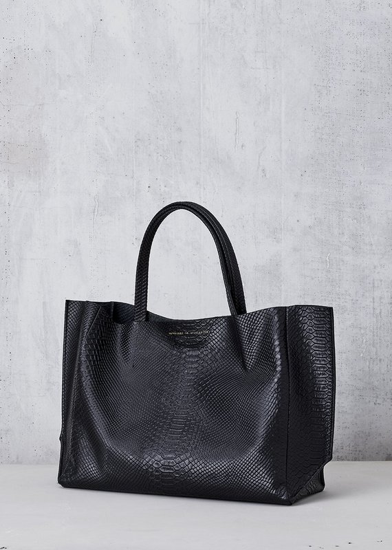 Ampersand As Apostrophe Sideways Tote-Black Python