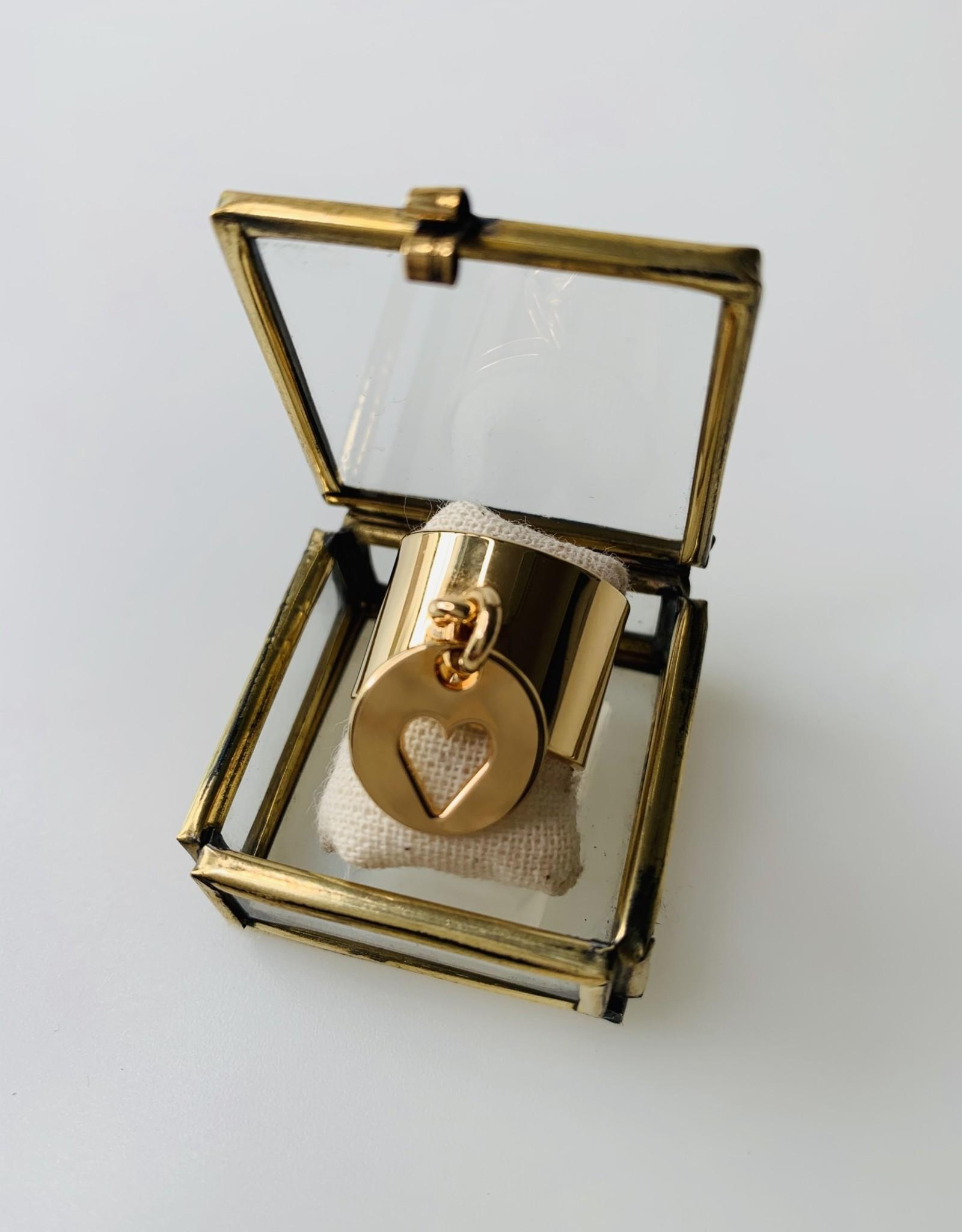 Le Petit bijou de Paris Bague - Large avec breloque coeur ajouré plaqué or 18 KT