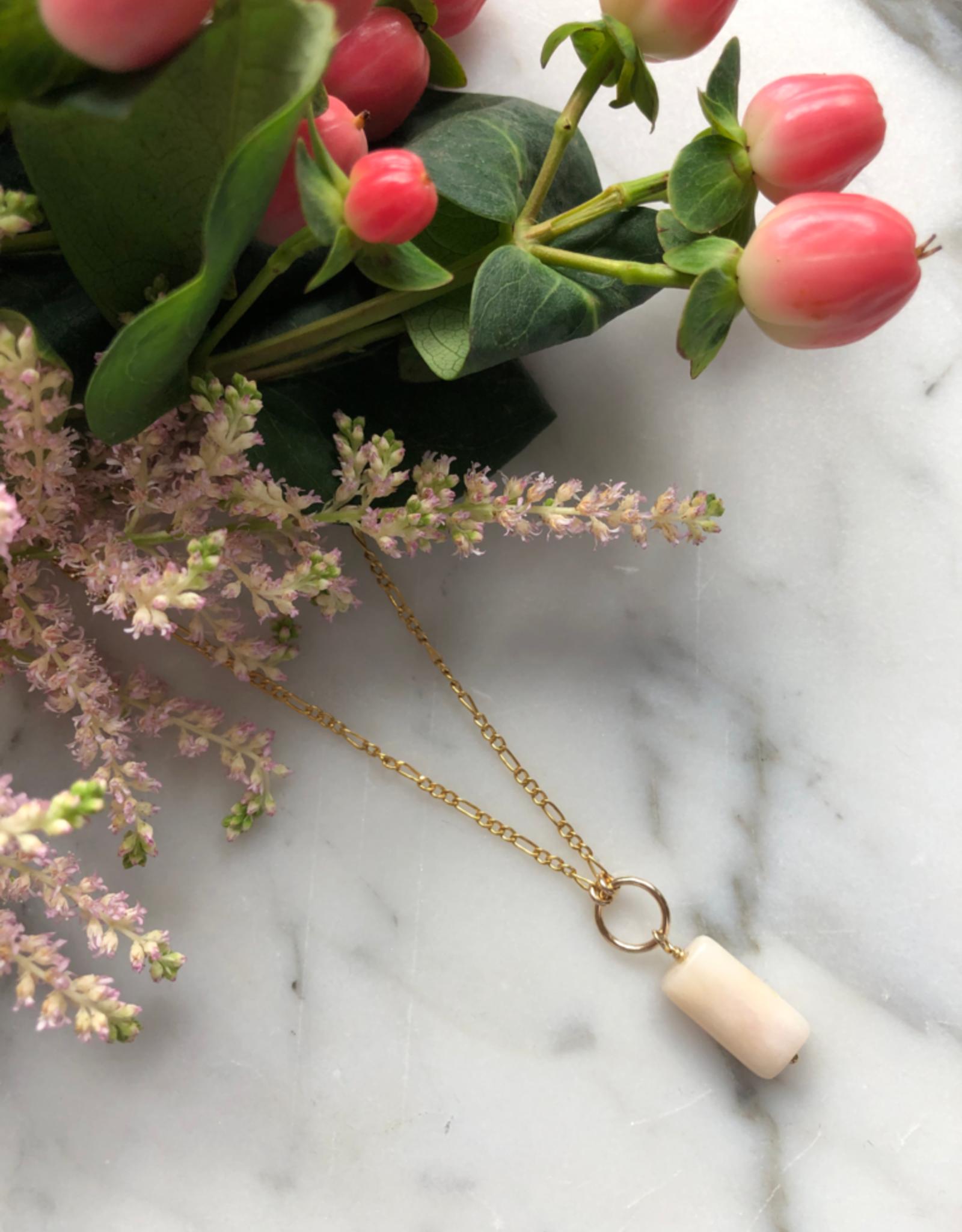 """Flora Ciccarelli Collier 20"""" chaîne figaro avec anneau central et opale rose (220-205)"""