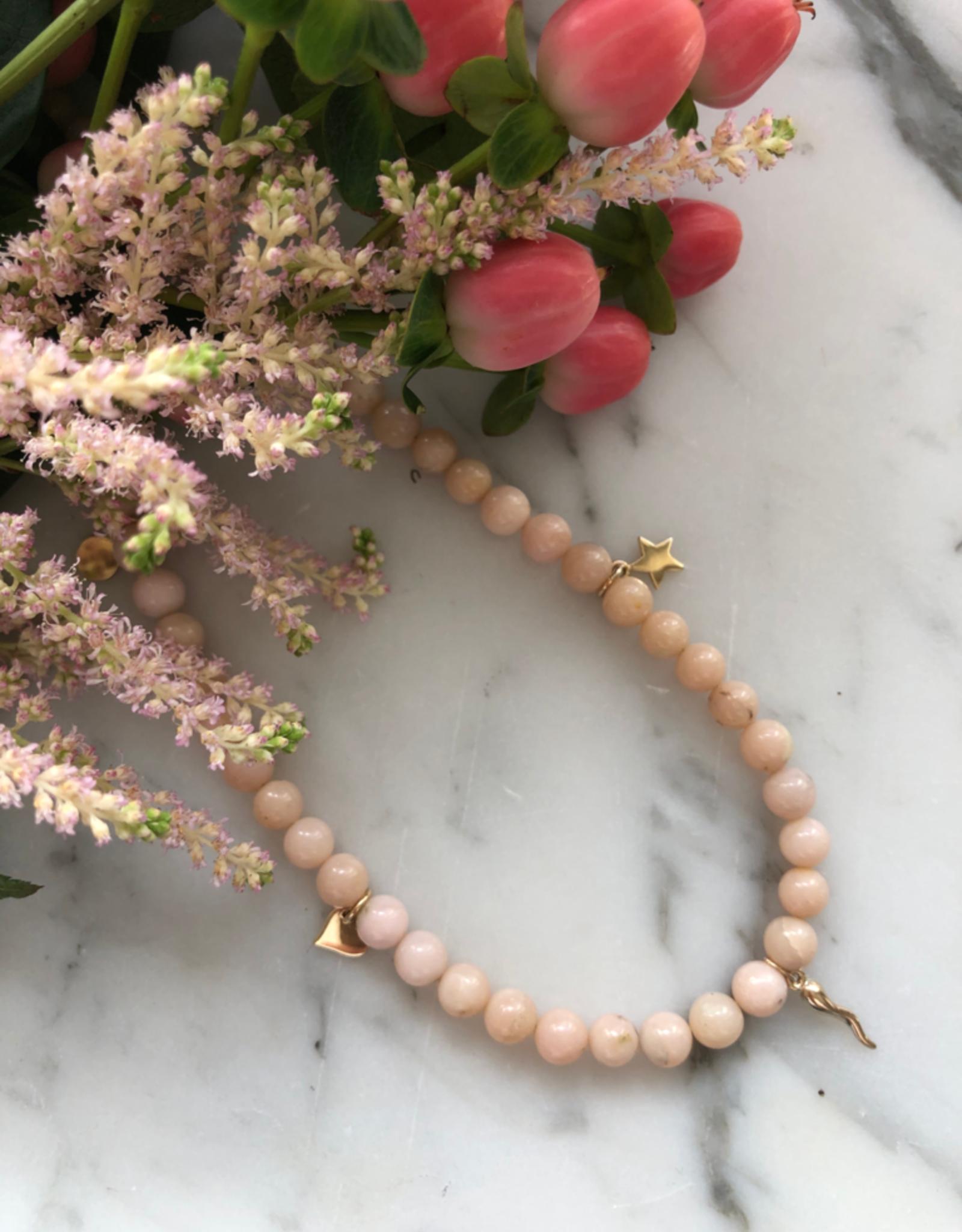 """Flora Ciccarelli Collier 16"""" - Opale rose et breloques"""