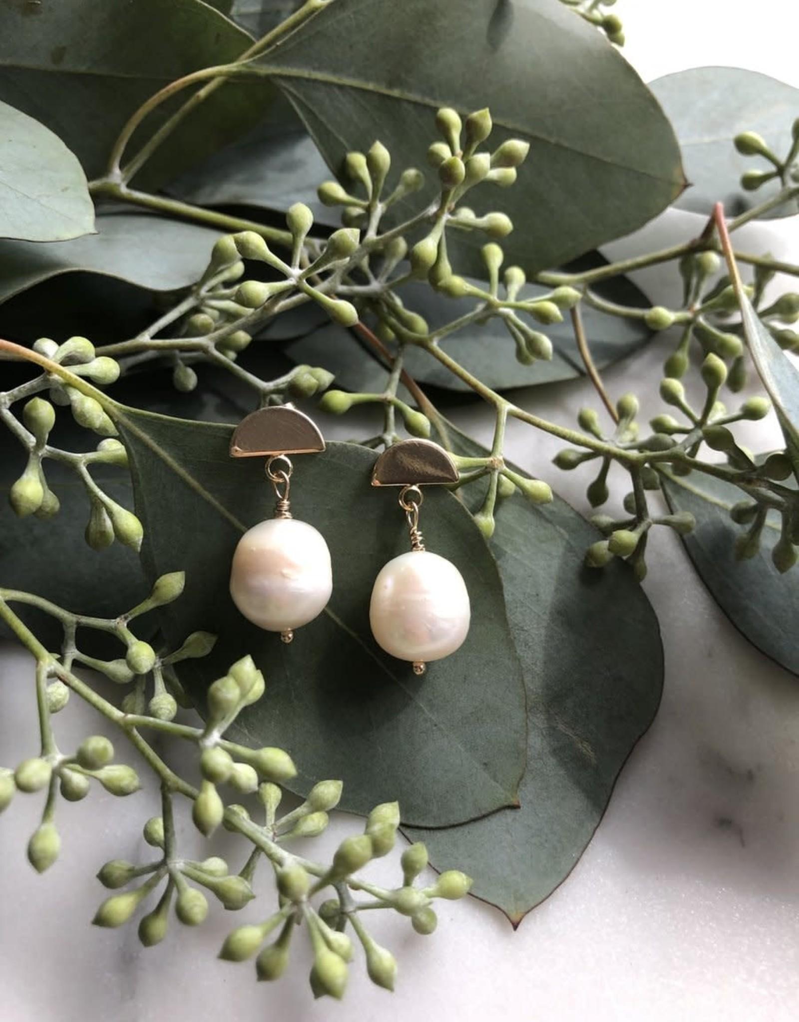 """Flora Ciccarelli Boucles d'oreilles 0.75"""" avec demi-lune (tige) et perle (219-105)"""