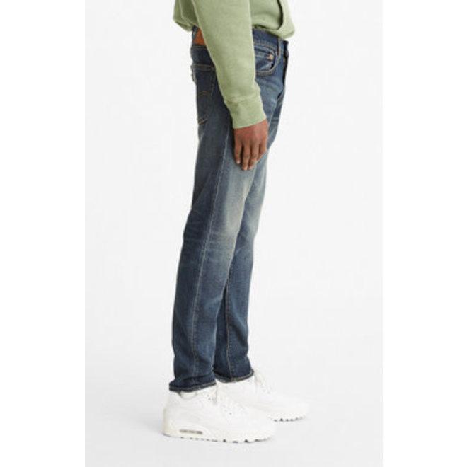 512 Slim Taper Jeans in Red Red Juice Adv