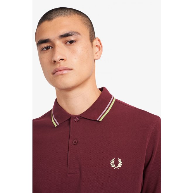 Twin Tipped Fred Perry Shirt in Aubergine/Rain/Willow