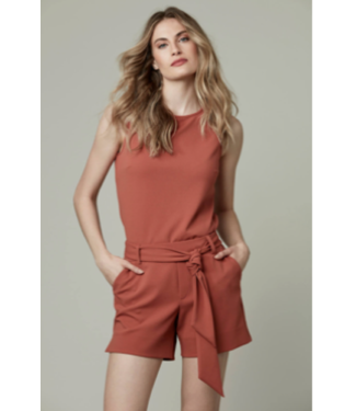 Tyler Madison Spice belted stretch short