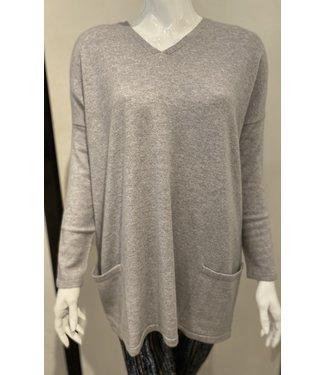 Maison Montagut Grey 100% cashmere v neck button back sweater