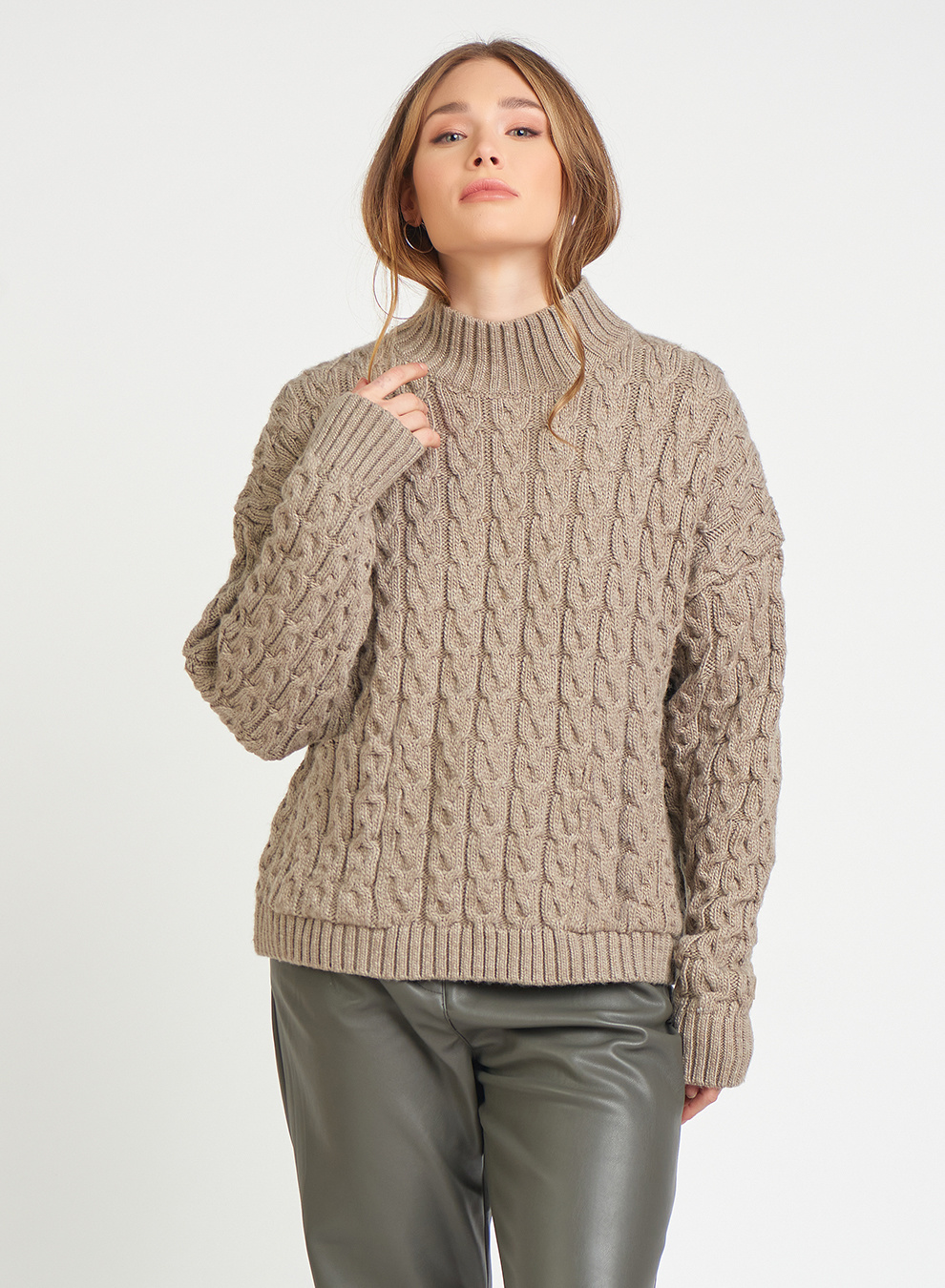 CABLE KNIT SWEATER WITH POCKETS