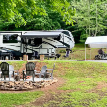 Glamping In Franklin - Beautiful RV Located Minutes From Town