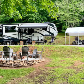 Lodging - Glamping In Franklin - Beautiful RV Located Minutes From Town