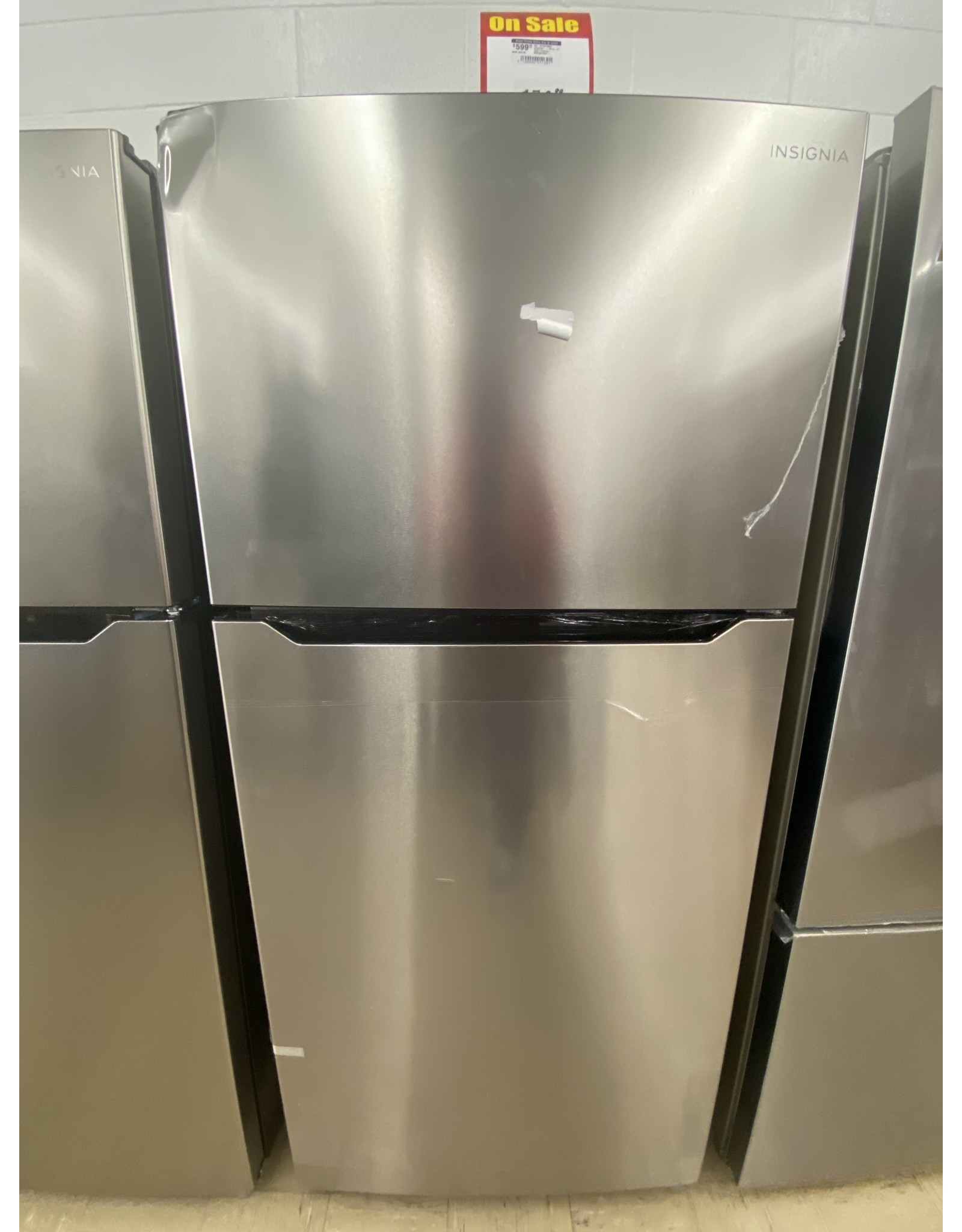 Insignia™ NS-RTM18SS7 Insignia™ - 18 Cu. Ft. Top-Freezer Refrigerator - Stainless steel