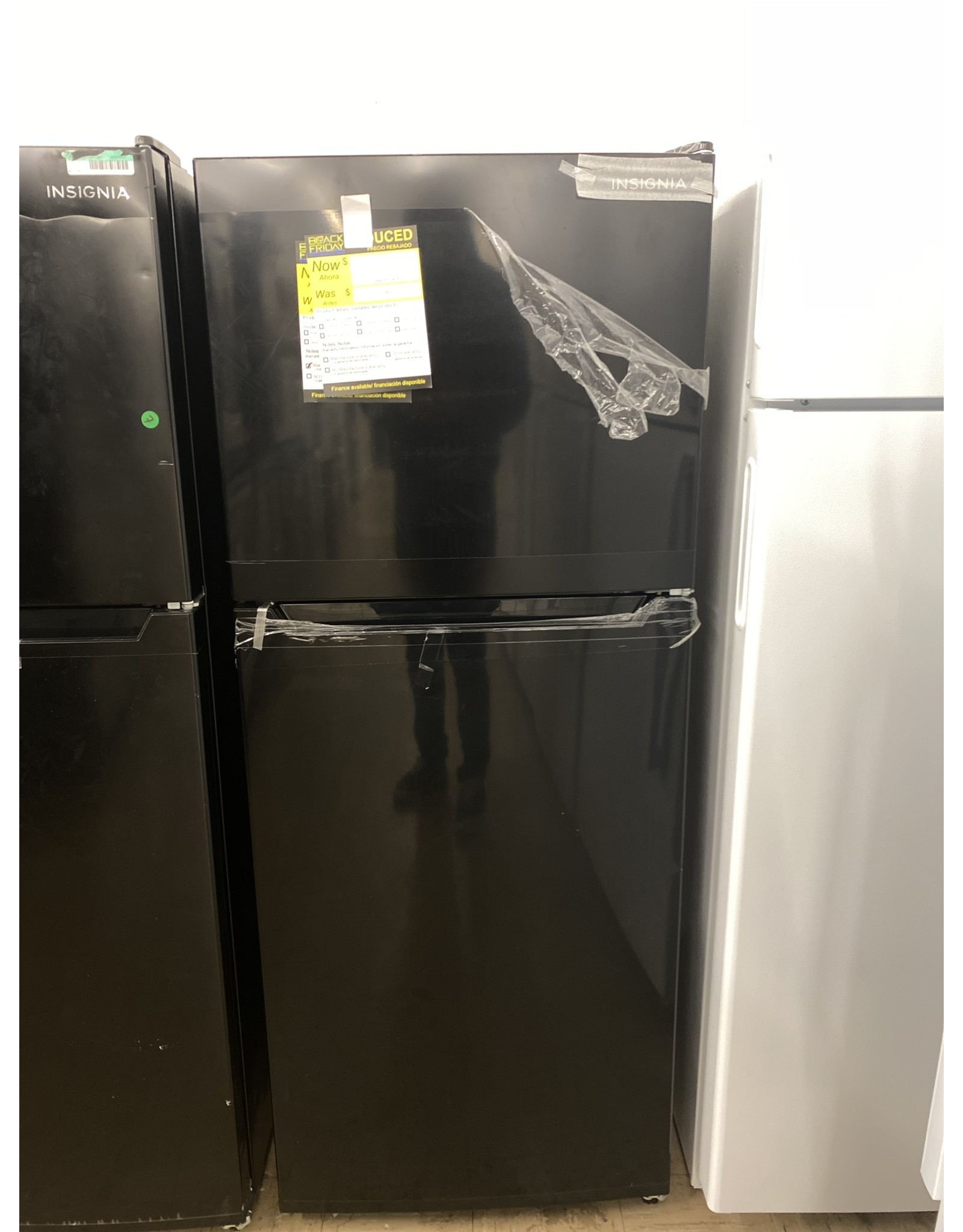Insignia™ NS-RTM10BK0 Insignia™ - 10.5 Cu. Ft. Top-Freezer Refrigerator - Black