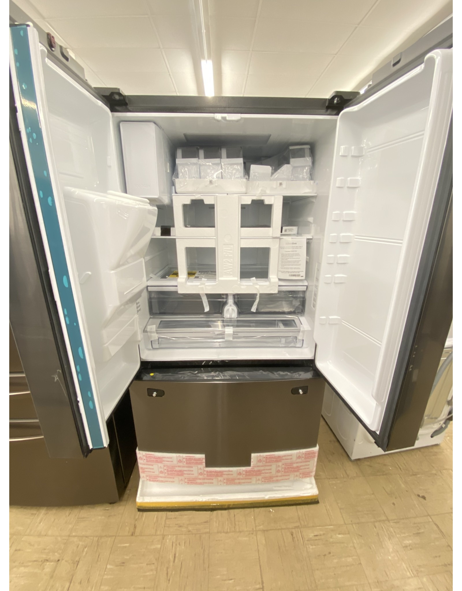 SAMSUNG RF28R6201SG 28.07 cu. ft. 3-Door French Door Refrigerator in Black Stainless Steel with CoolSelect Pantry