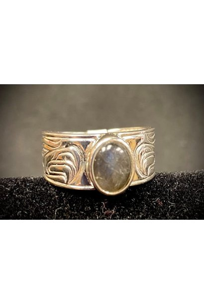 """""""Passing a Prayer"""" Silver Cast Ring with Labradorite size 9"""