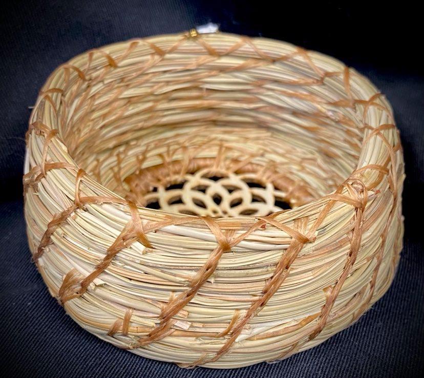 Pine Needle Basket with Wooden Bottom-2