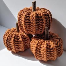 Lame Maker Crochet Pumpkins (Orange)
