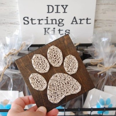 Strung on Nails DIY String Art Kit - Paw