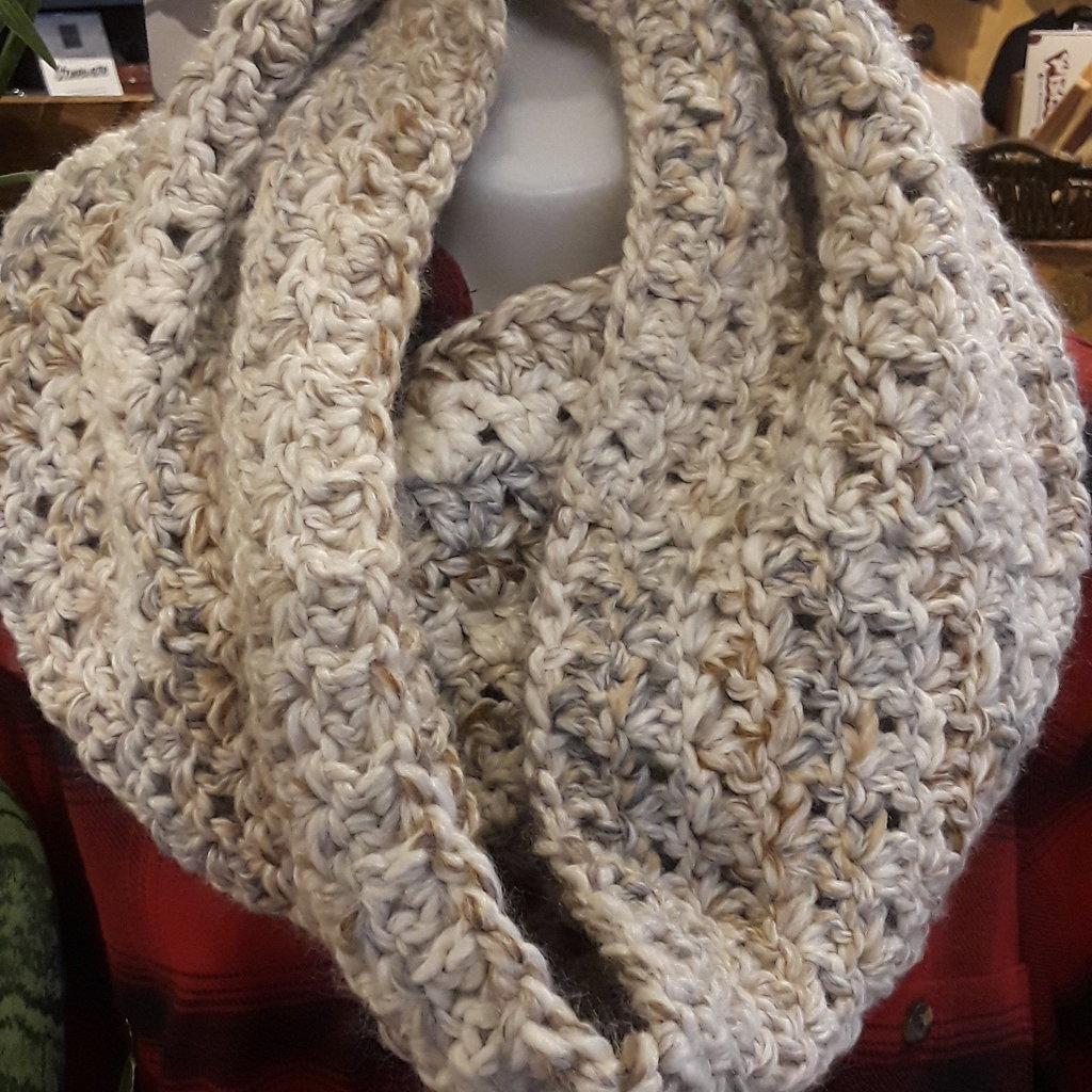 LameMaker Crochet Cowl