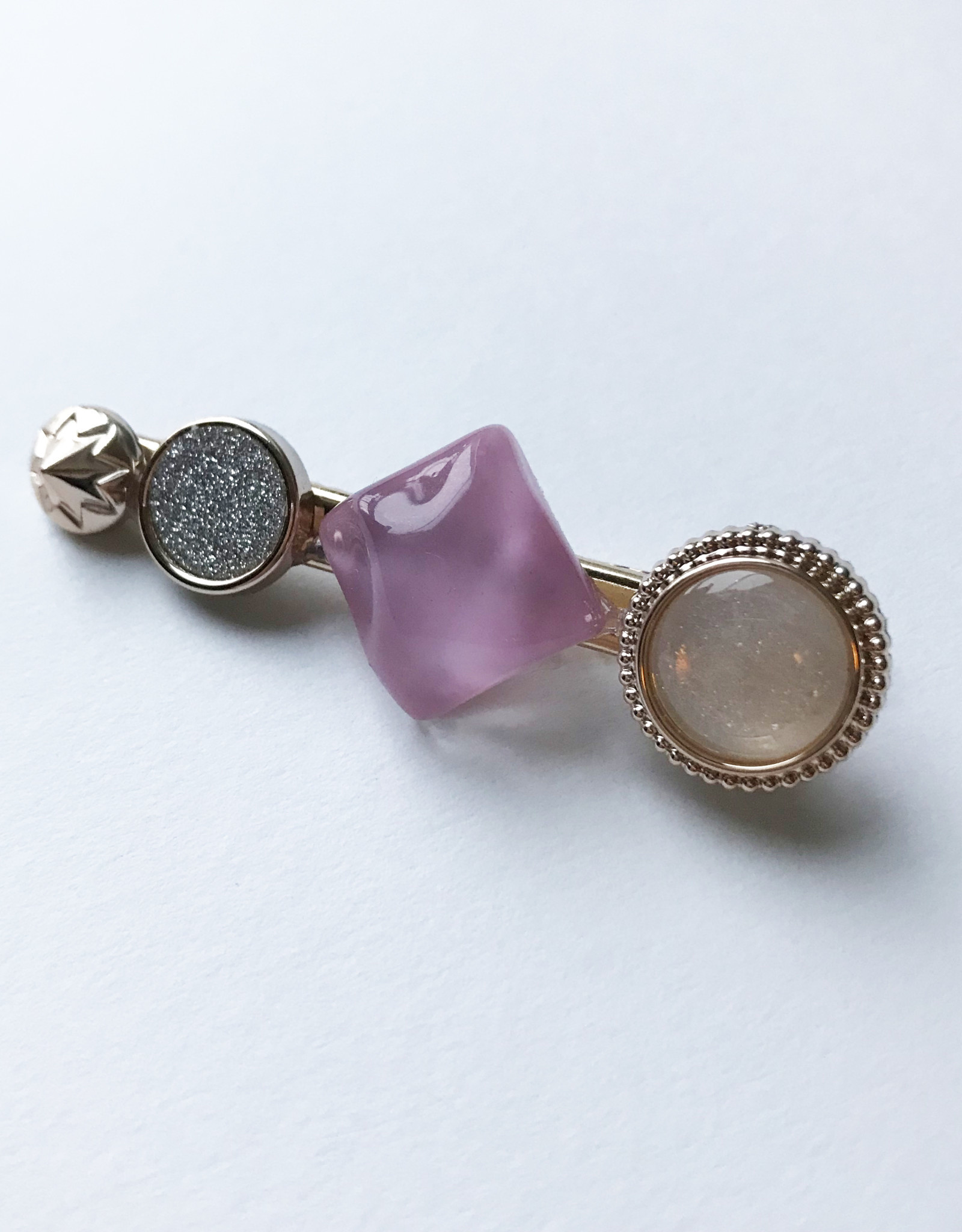Young & Heart Chanel Button Clip Pink