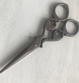 Young & Heart Antique Inspired Scissors 1