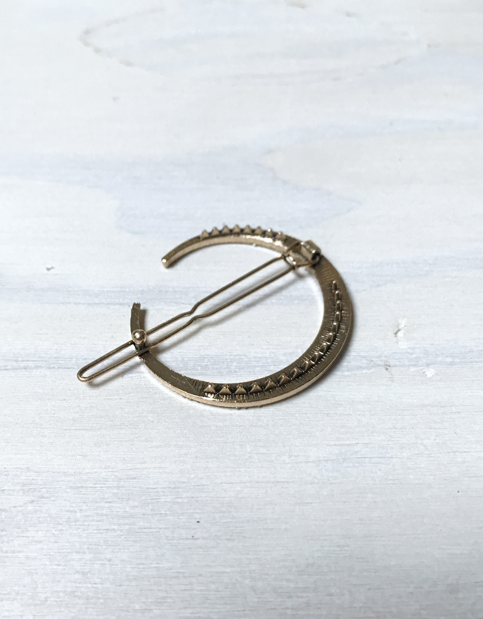 Young & Heart Crescent Moon Hair Pin