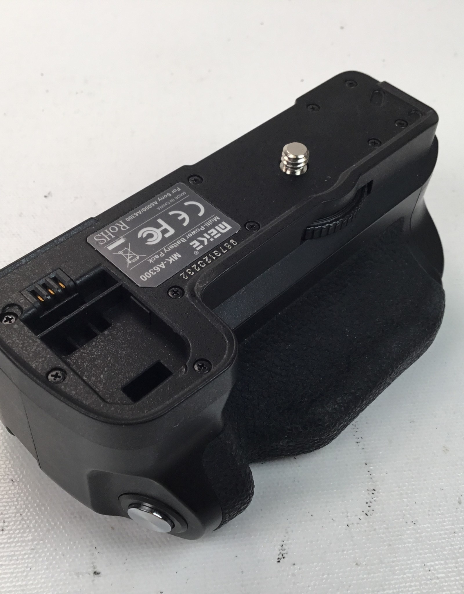 Meike Meike MK-A6300 Grip for Sony a6300 Camera Used EX