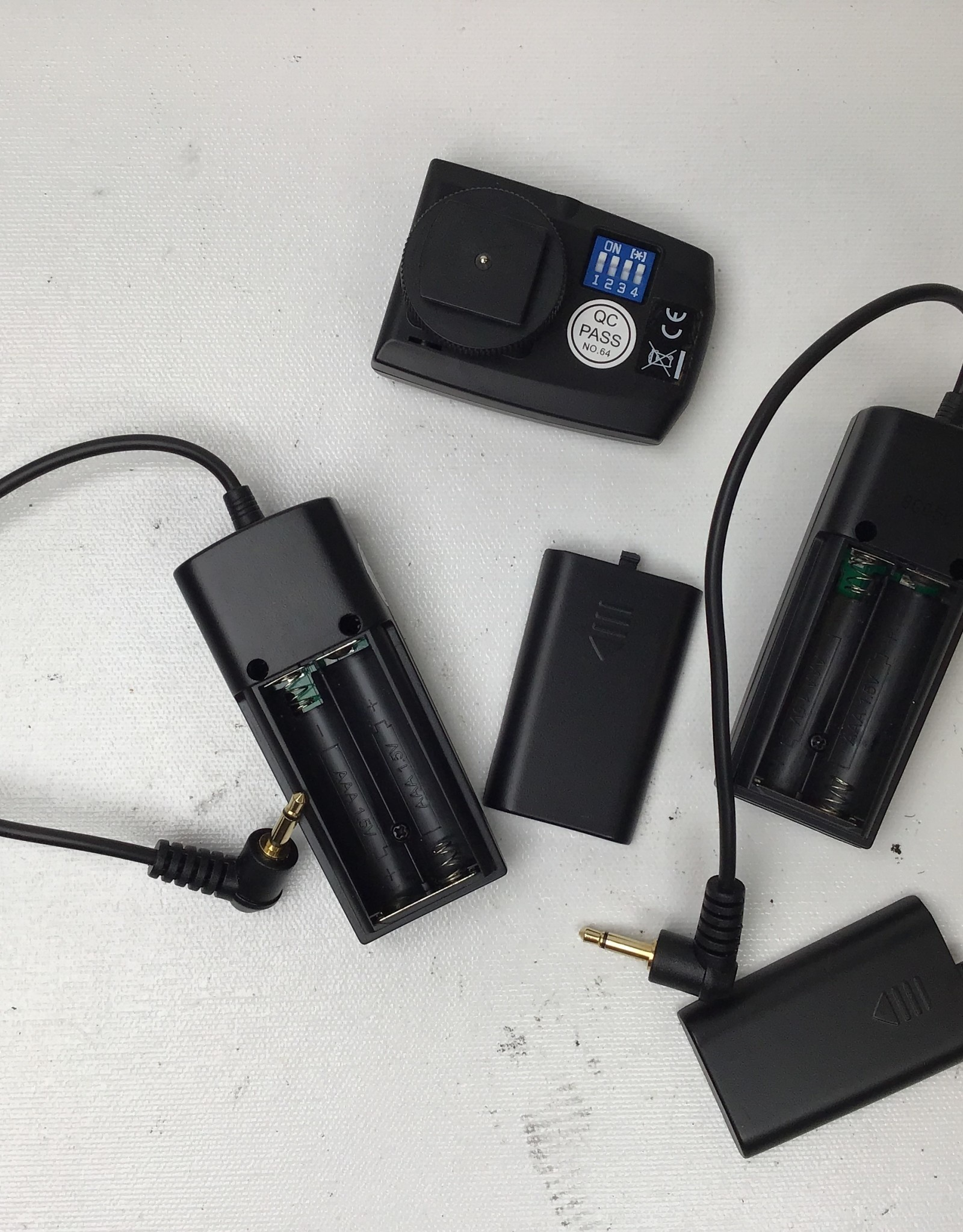 Neewer Neewer RT-16 Wireless Flash Set w/ 2 Receivers Used EX