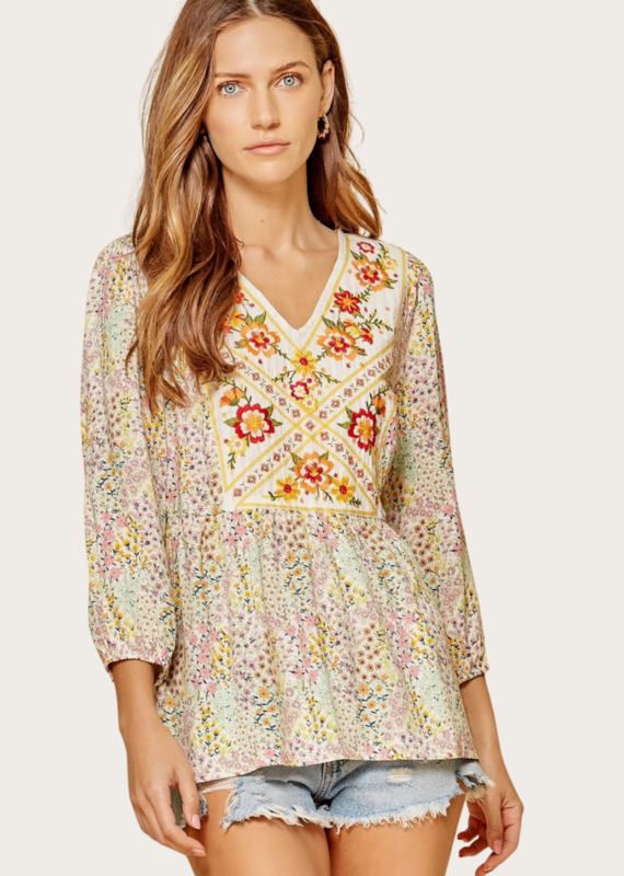 ANDREE BY UNIT Three Quarter Sleeve Floral Top With Bib Front