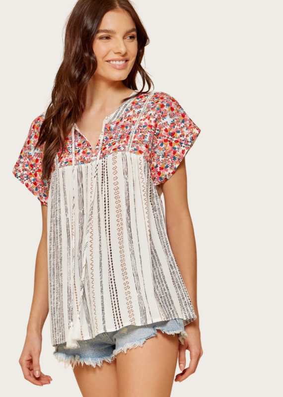 ANDREE BY UNIT Short Sleeve Floral Embroidery Top