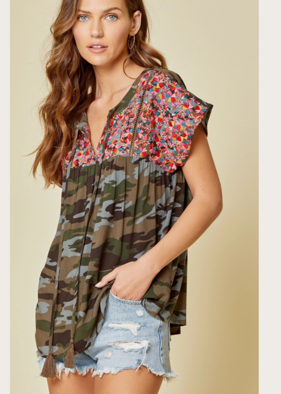 ANDREE BY UNIT Camo Floral Embroidered Top