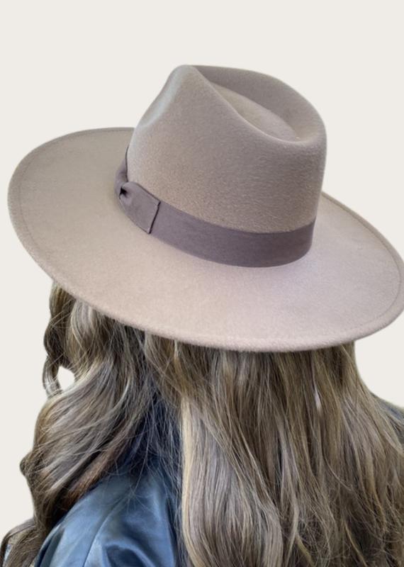 QUEENS DK. Taupe Panama Hat
