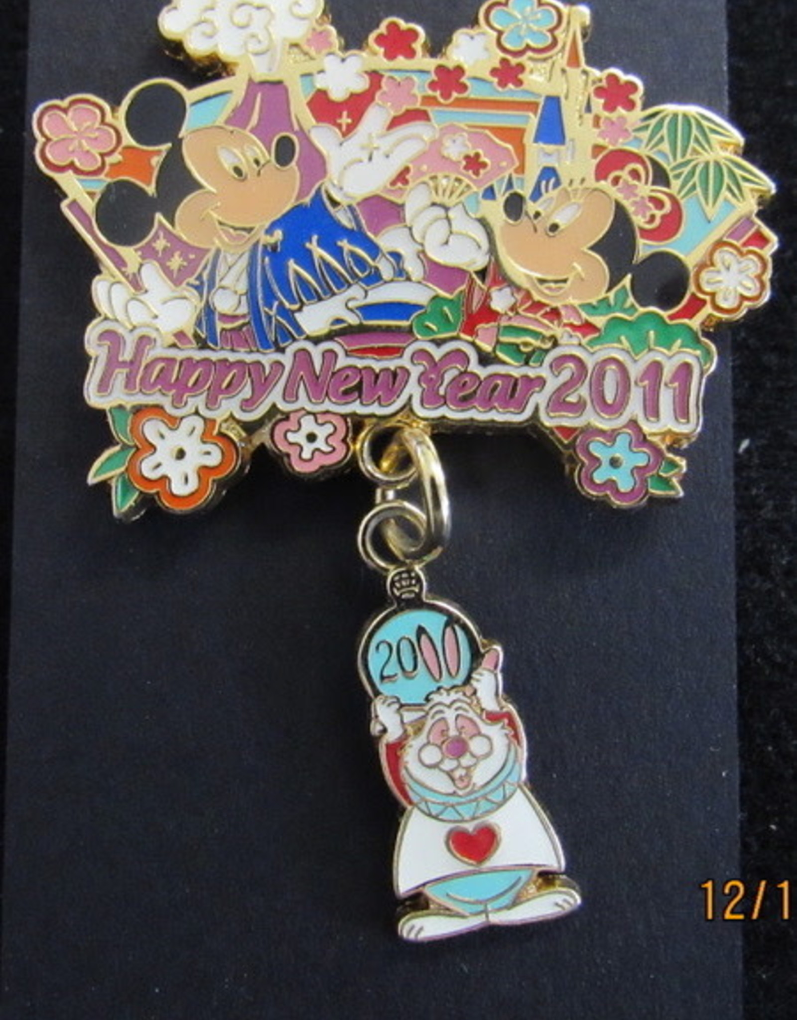 TOKYO DISNEY RESORT PIN HAPPY NEW YEAR RABBIT 2011 MICKEY MINNIE WHITE RABBIT