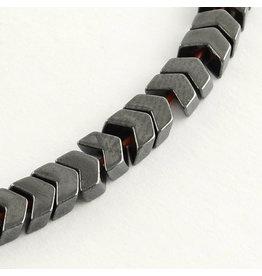 Arrow Hematite 5x6x2mm Strand approx  X110