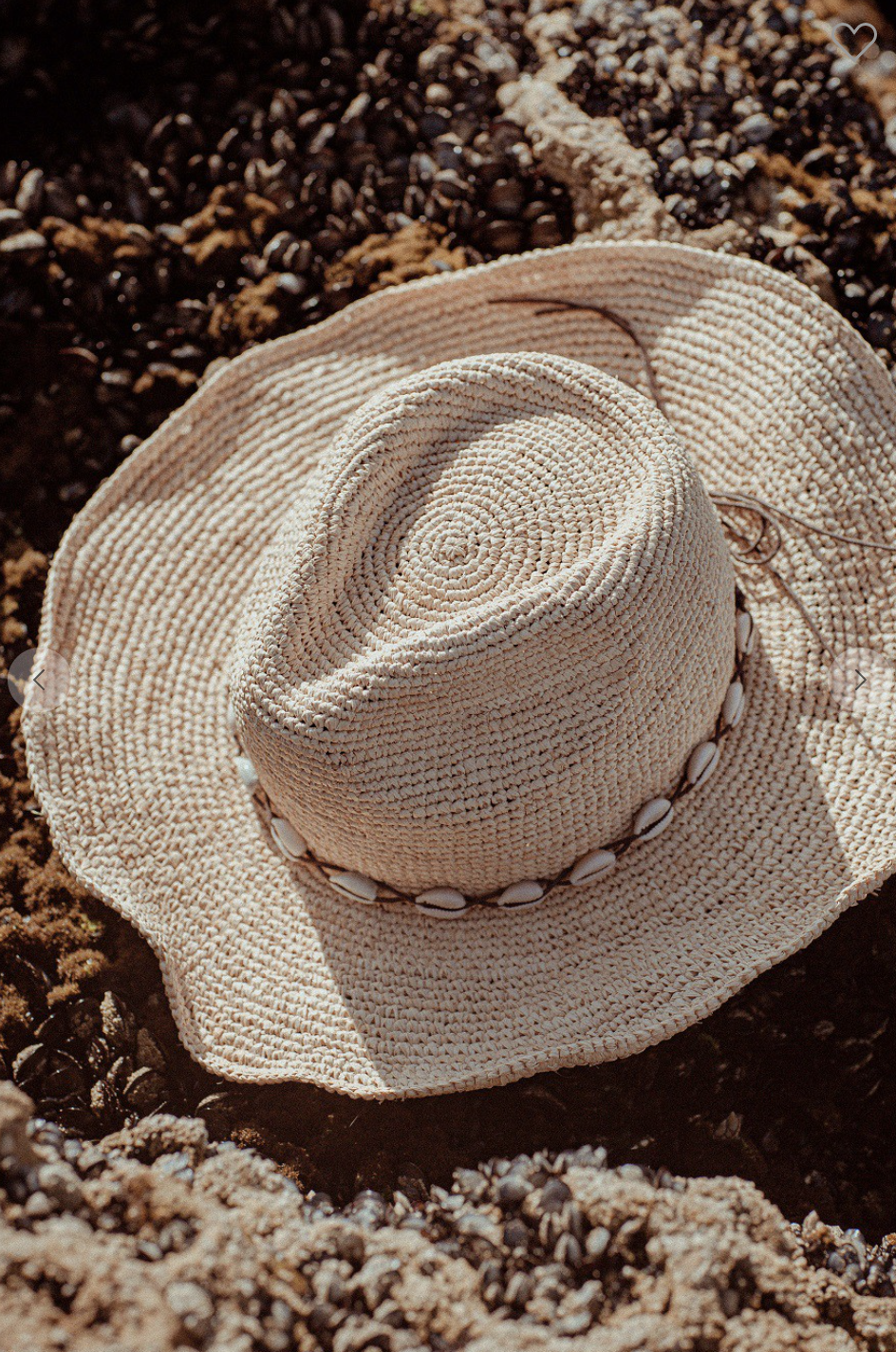 Natural Raffia Hat with shell band