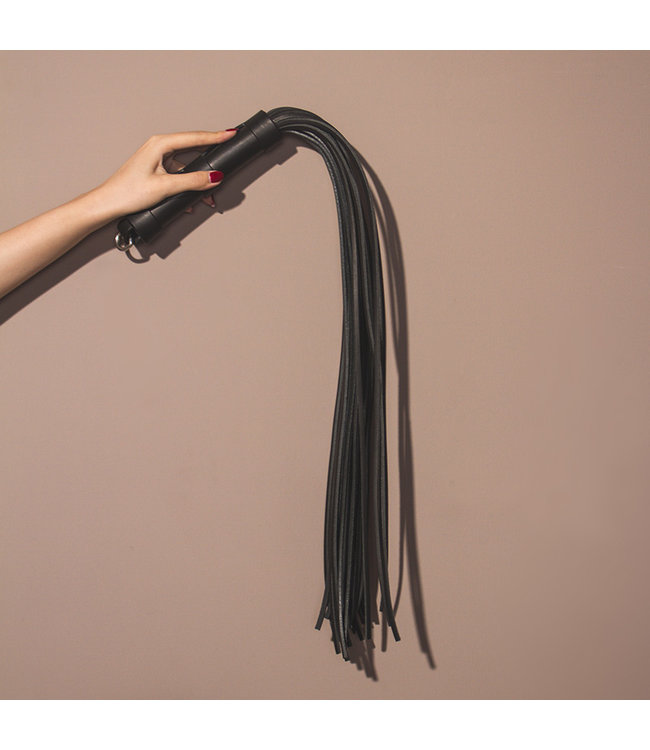 """Lilith Leather Flogger 28"""""""