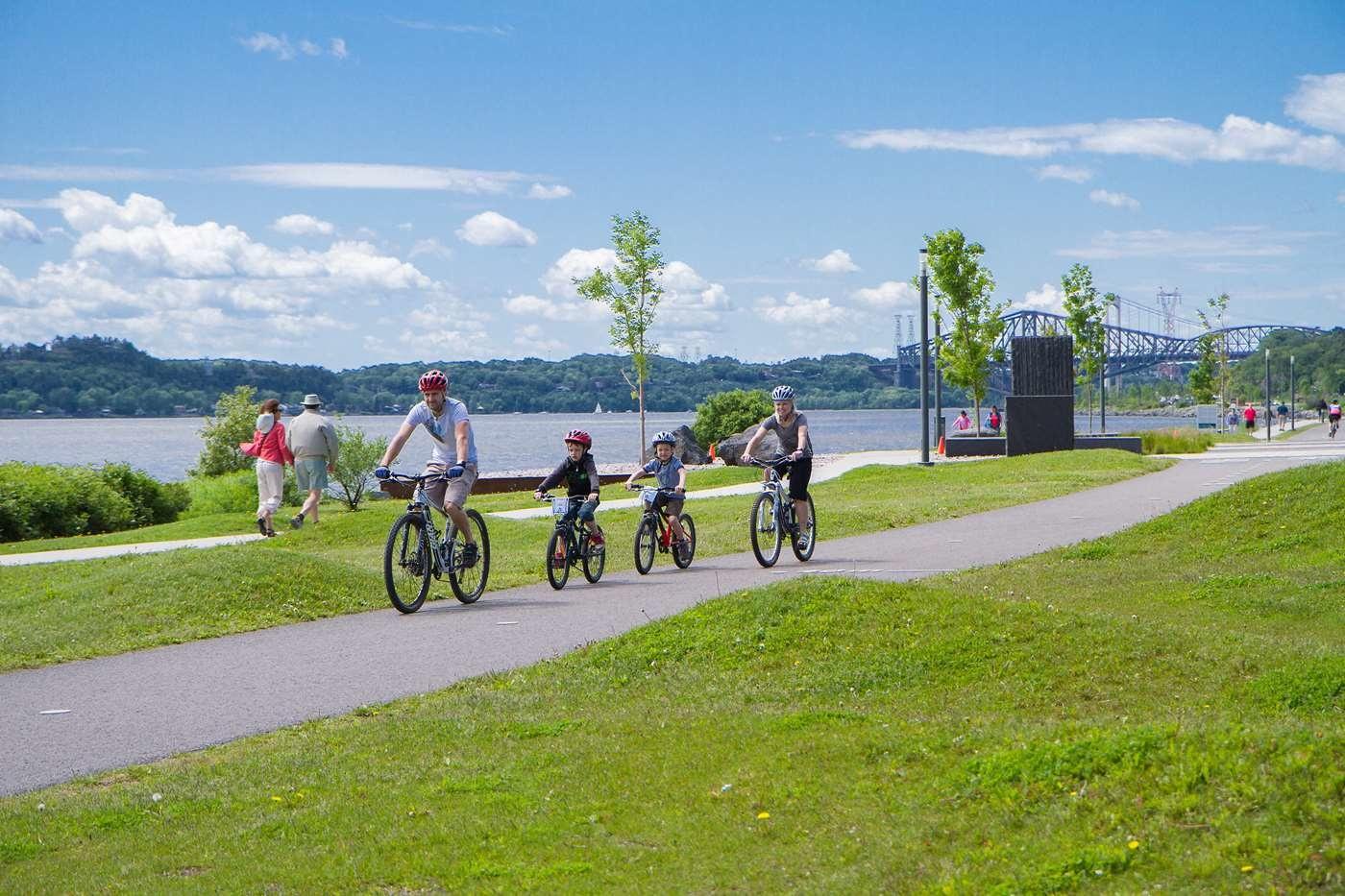 Quebec along the river bike tour, 65$