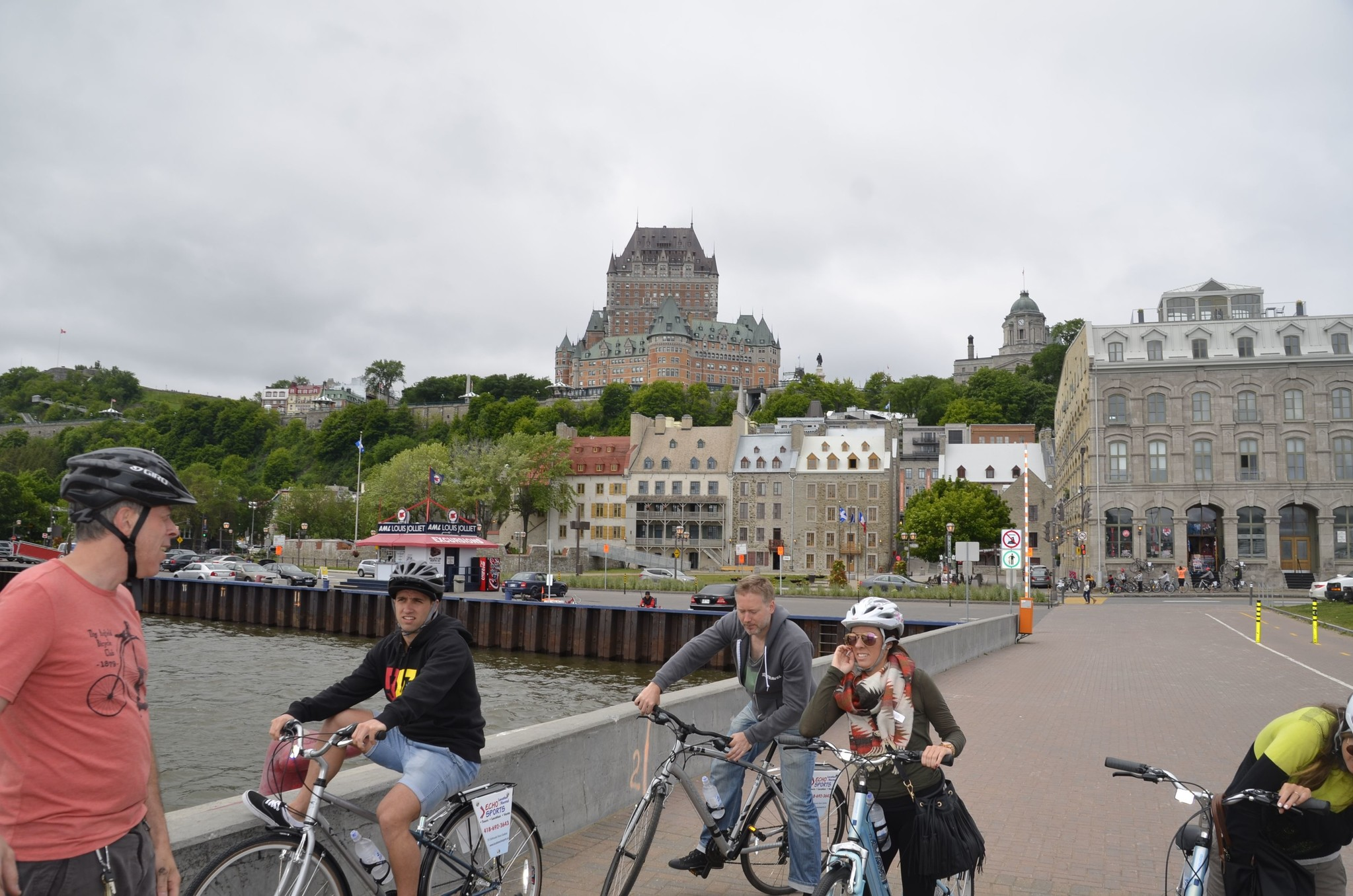 Québec along the river bike tour for schools