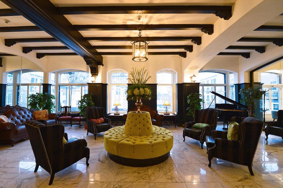CLARENDON HOTEL RECEPTION IN QUEBEC CITY