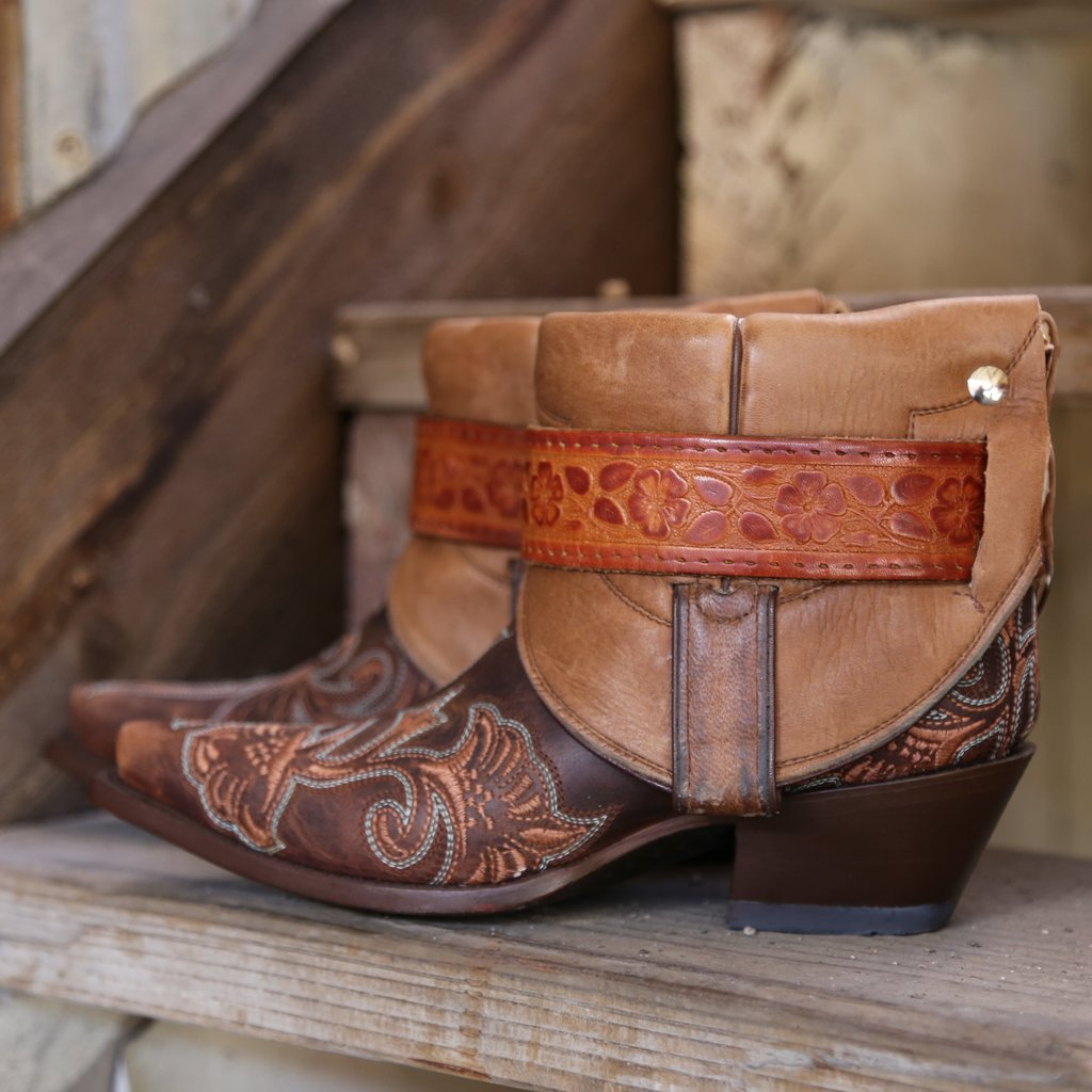 Canty Boots: Dark Brown Embroidered Snip Toe 6.5