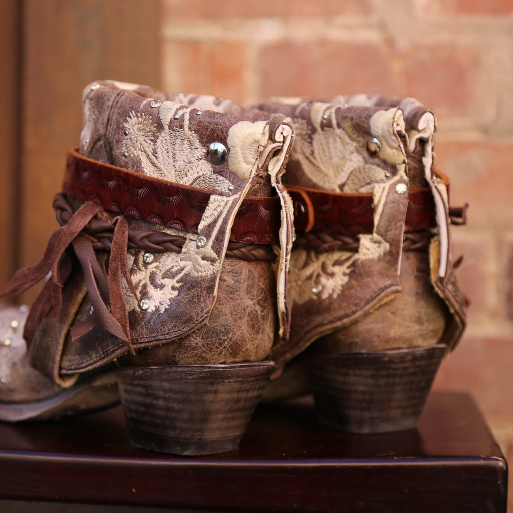 Canty Boots | Tobacco Studs + Embroidery | Size 7