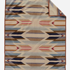 Pendleton Jacquard Unnapped Robe in Wyeth Trail - Twin
