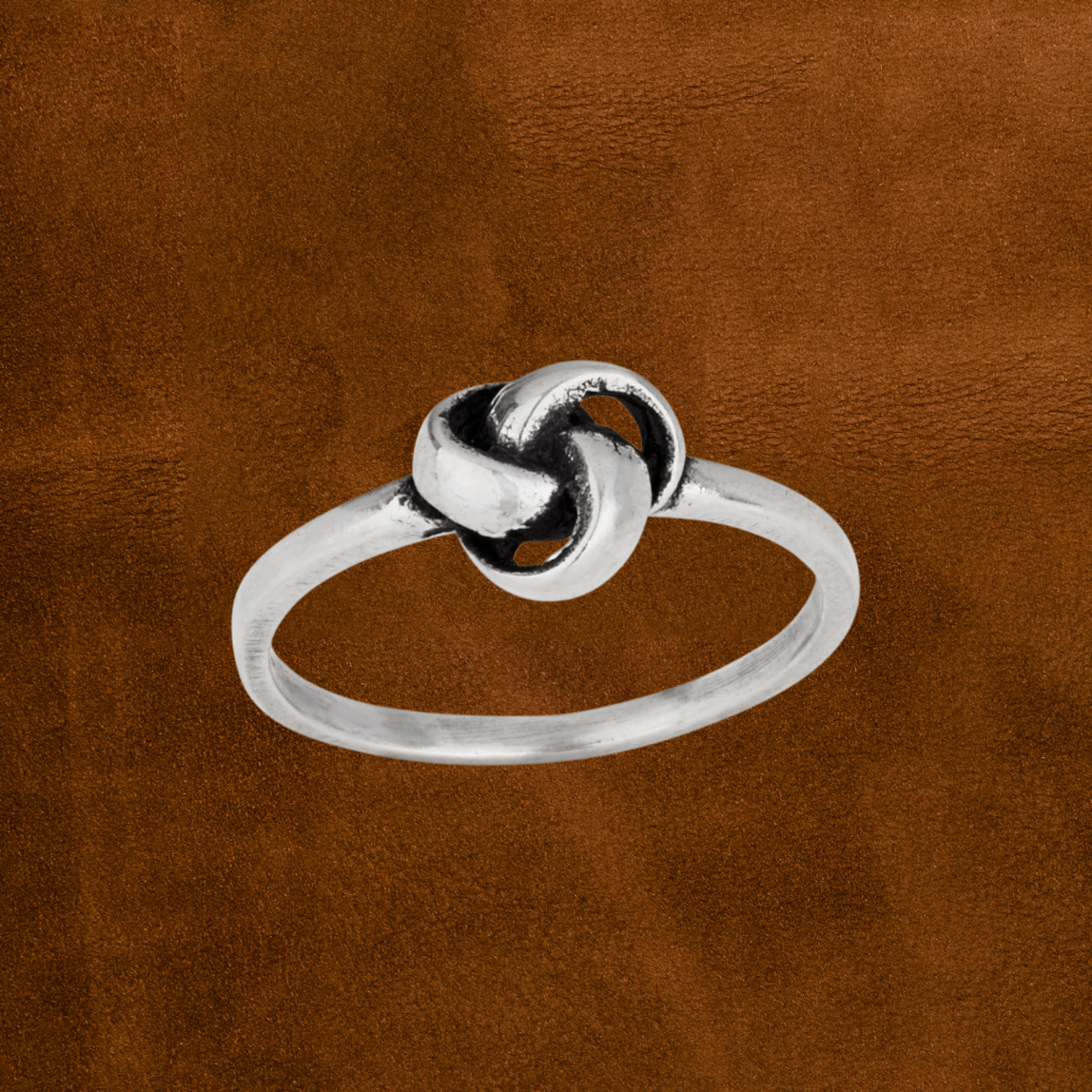Small Knot Ring   Size 7, 8, 9