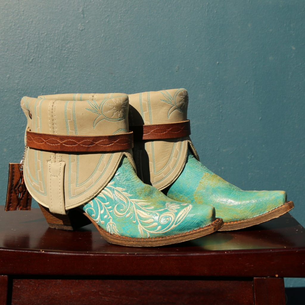 Canty Boots | Turquoise Snip Toe w/ Floral Embroidery | Size 6
