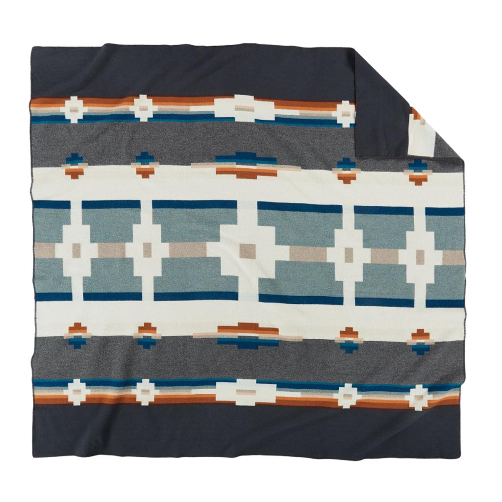 Pendleton Pendleton | Jacquard Napped Robe Blanket | Kitt Peak
