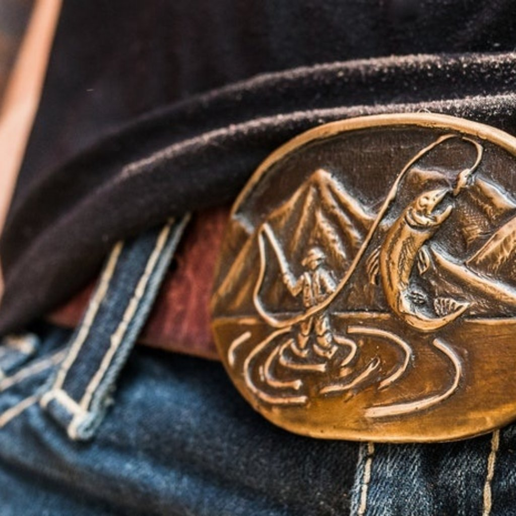 Waterhorse Bronze Designs Waterhorse Bronze | Fly Fisherman Mountain Scene Oval Belt Buckle