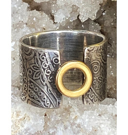 Jennifer Lamprey 18k Gold Circle Ring with Paisley Design - Size 7.75