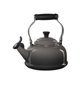 LE CREUSET Classic Whistling 1.6 L Kettle Oyster