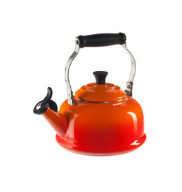 LE CREUSET Classic Whistling 1.6 L Kettle Flame